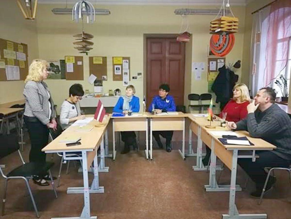 Läti, Leedu ja Eesti täiskasvanute koolitajad ümarlaua taga